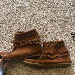 short brown minnetonka boots